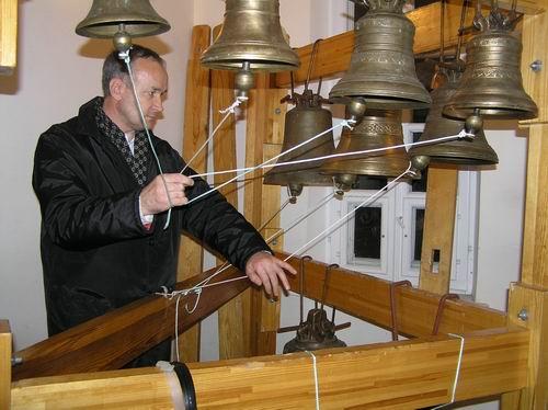 Занятие в классе отделения колокольного звона Минского духовного училища